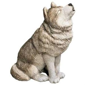 New and outstanding Wolf figurine.