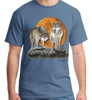 Beautiful Moon and majestic Wolves on this new tee.