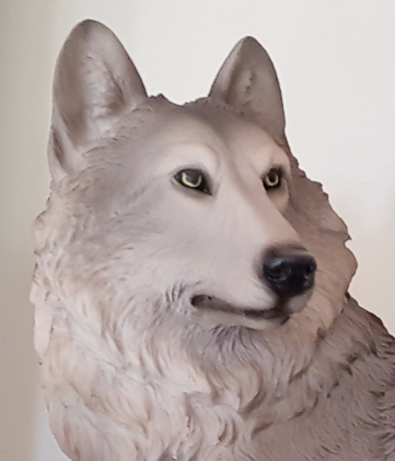 the-presence-wolf-figurine-5.jpg