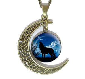 Very popular beautiful new Wolf necklace.