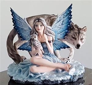 This is a new and breathtaking wolf figurine.