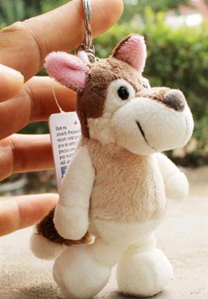 This is an adorable plush wolf keychain.