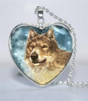 Beautiful graphic of a Wolf encased in glass.