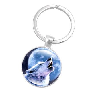 Beautiful graphic of a howling Wolf on this new key ring.