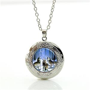 Beautiful new Wolf Locket, just in!