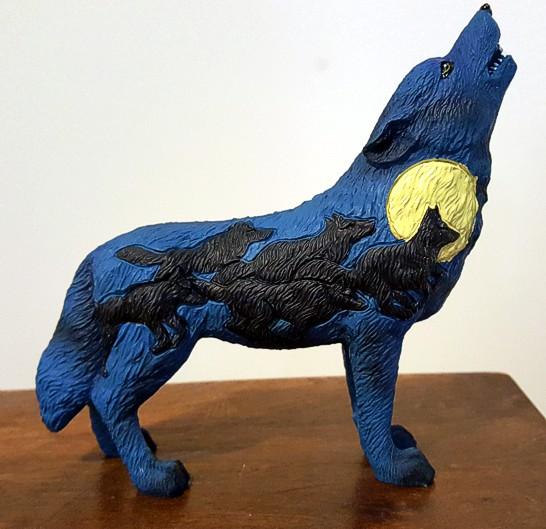 night-rush-wolf-figurine-2.jpg