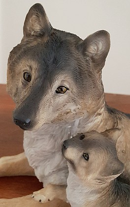 wolf-and-pup-figurine-2.jpg
