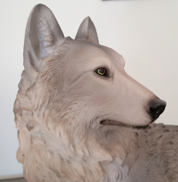 the-presence-wolf-figurine-2.jpg
