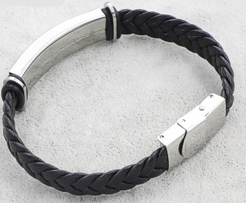 wolf-braided-leather-bracelet-2.jpg